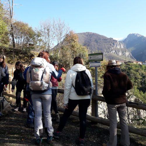 Tra piramidi e castagne, lungo un'antica via romana.